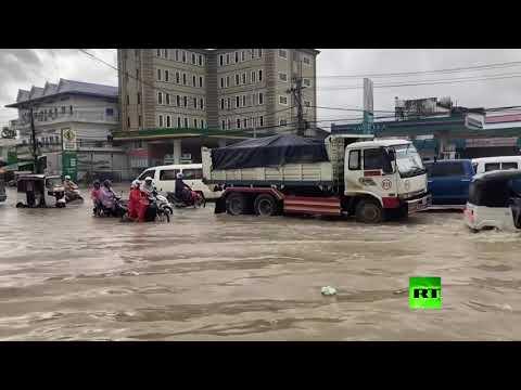شاهد مقتل 11 شخصًا جراء فيضانات اجتاحت العاصمة الكمبودية