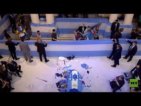 الآلاف يودعون الأسطورة مارادونا في مقر الحكومة الأرجنتينية
