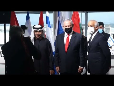رئيس وزراء إسرائيل يستقبل أول طائرة تجارية إماراتية قادمة من دبي